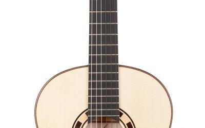 Kremona Rosa Blanca – All solid wood Flamenco Guitar – European Spruce top, Cypress back/sides – Includes Kremona Hardshell Case